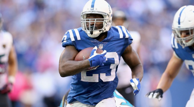 INDIANAPOLIS, IN - OCTOBER 04:  Frank Gore #23 of the Indianapolis Colts runs with the ball during the game against the Jacksonville Jaguars at Lucas Oil Stadium on October 4, 2015 in Indianapolis, Indiana.  (Photo by Andy Lyons/Getty Images)