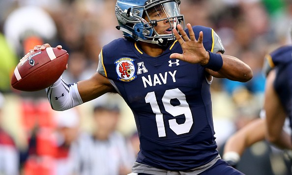 PHILADELPHIA, PA - DECEMBER 12:  Keenan Reynolds #19 of the Navy Midshipmen passes the ball in the first quarter against the Army Black Knights at Lincoln Financial Field on December 12, 2015 in Philadelphia, Pennsylvania.  (Photo by Elsa/Getty Images)