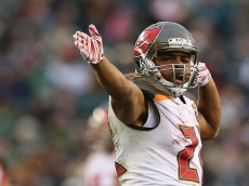 PHILADELPHIA, PA - NOVEMBER 22:  Doug Martin #22 of the Tampa Bay Buccaneers celebrates his first down in the fourth quarter against the Philadelphia Eagles at Lincoln Financial Field on November 22, 2015 in Philadelphia, Pennsylvania.  (Photo by Elsa/Getty Images)
