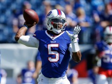 NASHVILLE, TN - OCTOBER 11: Tyrod Taylor #5 of the Buffalo Bills warms up before the game against the Tennessee Titans at Nissan Stadium on October 11, 2015 in Nashville, Tennessee. (Photo by Joe Robbins/Getty Images)