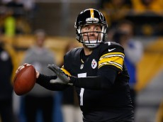 PITTSBURGH, PA - NOVEMBER 02:  Ben Roethlisberger #7 of the Pittsburgh Steelers looks to pass during the third quarter against the Baltimore Ravens at Heinz Field on November 2, 2014 in Pittsburgh, Pennsylvania.  (Photo by Gregory Shamus/Getty Images)