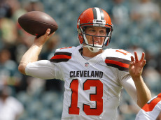 PHILADELPHIA, PA - SEPTEMBER 11: Josh McCown #13 of the Cleveland Browns looks to pass during warmups before a game against the Philadelphia Eagles at Lincoln Financial Field on September 11, 2016 in Philadelphia, Pennsylvania. (Photo by Rich Schultz/Getty Images)