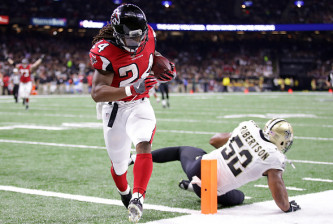 NEW ORLEANS, LA - SEPTEMBER 26:  Devonta Freeman #24 of the Atlanta Falcons reacts after scoring a touchdown against the New Orleans Saints at the Mercedes-Benz Superdome on September 26, 2016 in New Orleans, Louisiana.  (Photo by Chris Graythen/Getty Images)