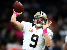 NEW ORLEANS, LA - OCTOBER 16:  Drew Brees #9 of the New Orleans Saints warms up before a game against the Carolina Panthers at the Mercedes-Benz Superdome on October 16, 2016 in New Orleans, Louisiana.  (Photo by Sean Gardner/Getty Images)