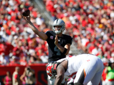 TAMPA, FL - OCTOBER 30:  Quarterback Derek Carr #4 of the Oakland Raiders throws to an open receiver during the first quarter of an NFL game against the Tampa Bay Buccaneers on October 30, 2016 at Raymond James Stadium in Tampa, Florida. (Photo by Brian Blanco/Getty Images)
