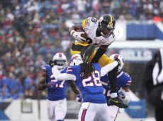 ORCHARD PARK, NY - DECEMBER 11:  Le'Veon Bell #26 of the Pittsburgh Steelers jumps over  Ronald Darby #28 of the Buffalo Bills during the second half at New Era Field on December 11, 2016 in Orchard Park, New York.  (Photo by Tom Szczerbowski/Getty Images)