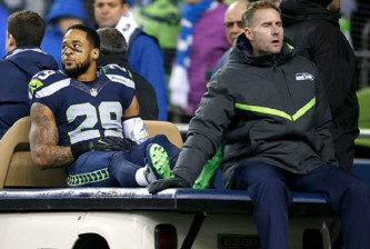 SEATTLE, WA - DECEMBER 04:  Free safety Earl Thomas #29 of the Seattle Seahawks leaves the field after getting injured against the Carolina Panthers at CenturyLink Field on December 4, 2016 in Seattle, Washington.  (Photo by Otto Greule Jr/Getty Images) *** Local Caption *** Earl Thomas