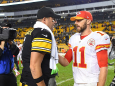 PITTSBURGH, PA - OCTOBER 02: Ben Roethlisberger #7 of the Pittsburgh Steelers talks with Alex Smith #11 of the Kansas City Chiefs at the conclusion of the Steelers 43-14 win at Heinz Field on October 2, 2016 in Pittsburgh, Pennsylvania. (Photo by Joe Sargent/Getty Images)