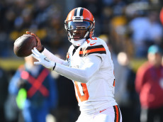 PITTSBURGH, PA - JANUARY 01:  Robert Griffin III #10 of the Cleveland Browns drops back to pass in the first quarter during the game against the Pittsburgh Steelers at Heinz Field on January 1, 2017 in Pittsburgh, Pennsylvania. (Photo by Joe Sargent/Getty Images)