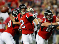 ATLANTA, GA - JANUARY 01: Matt Ryan #2 of the Atlanta Falcons throws a touchdown pass during the first half against the New Orleans Saints at the Georgia Dome on January 1, 2017 in Atlanta, Georgia. (Photo by Kevin C.  Cox/Getty Images)