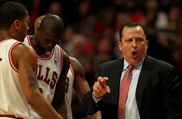 CHICAGO, IL - MARCH 25: Head coach Tom Thibodeau of the Chicago Bulls gives instructions to (L-R) Derrick Rose #1, Loul Deng #9 and Keith Bogans #6 during a game against the Memphis Grizzlies at the United Center on March 25, 2011 in Chicago, Illinois. The Bulls defeated the Grizzlies 99-96. NOTE TO USER: User expressly acknowledges and agrees that, by downloading and/or using this photograph, User is consenting to the terms and conditions of the Getty Images License Agreement.  (Photo by Jonathan Daniel/Getty Images)