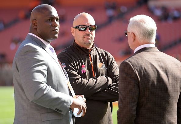 CLEVELAND, OH - OCTOBER 12:  Head coach Mike Pettine of the Cleveland Browns talks with general manager Ray Farmer (L) and owner Jimmy Haslam during warmups prior to the game against the Pittsburgh Steelers and at FirstEnergy Stadium on October 12, 2014 in Cleveland, Ohio.  (Photo by Jason Miller/Getty Images)