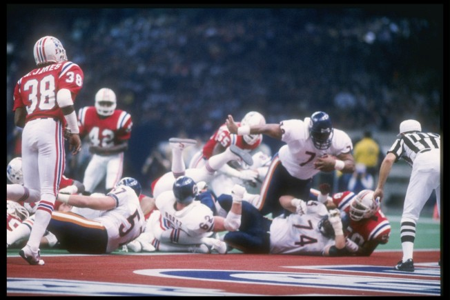 26 Jan 1986: Defensive tacke William Perry #72 of the Chicago Bears dives in for a touchdown during Super Bowl XX against the New England Patriots in the Superdome in New Orleans, Lousiana. The Bears won the game, 46-10.