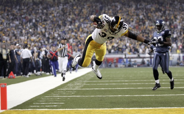 Pittsburgh Steelers running back Willie Parker dives into the end zone for a touchdown against the Seattle Seahawks in the second half of Super Bowl XL on Sunday, February 5, 2006, in Detroit, Michigan. (Dean Rutz/Seattle Times/KRT) 1026785