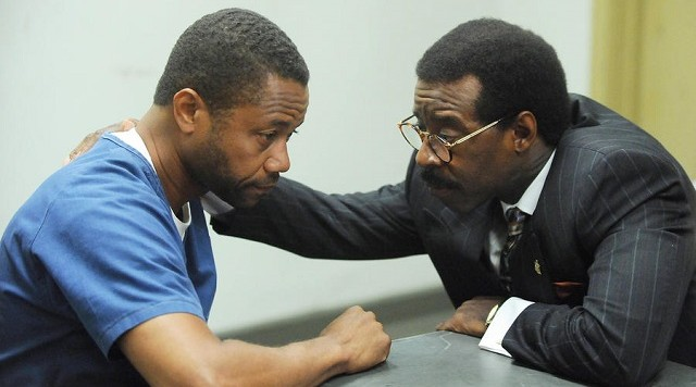 Cuba Gooding, Jr. as O.J. Simpson, Courtney B. Vance as Johnnie Cochran. CR: Byron Cohen/FX