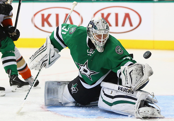 DALLAS, TX - OCTOBER 27:  Antti Niemi #31 of the Dallas Stars makes a save against the Anaheim Ducks in the second period at American Airlines Center on October 27, 2015 in Dallas, Texas.  (Photo by Ronald Martinez/Getty Images)