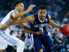 HOUSTON, TEXAS - APRIL 04: Phil Booth #5 of the Villanova Wildcats handles the ball against Nate Britt #0 of the North Carolina Tar Heels in the first half of the 2016 NCAA Men's Final Four National Championship game at NRG Stadium on April 4, 2016 in Houston, Texas. (Photo by Streeter Lecka/Getty Images)