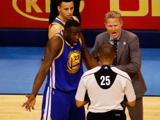 OKLAHOMA CITY, OK - MAY 22:  Draymond Green #23 and head coach Steve Kerr of the Golden State Warriors argue a call with referee Tony Brothers #25 in the second quarter against the Oklahoma City Thunder in game three of the Western Conference Finals during the 2016 NBA Playoffs at Chesapeake Energy Arena on May 22, 2016 in Oklahoma City, Oklahoma. NOTE TO USER: User expressly acknowledges and agrees that, by downloading and or using this photograph, User is consenting to the terms and conditions of the Getty Images License Agreement.  (Photo by J Pat Carter/Getty Images)