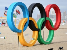 RIO DE JANEIRO, BRAZIL - JULY 31:  People walk by the Olympic Rings on Copacabana Beach on July 31, 2016 in Rio de Janeiro, Brazil.  (Photo by Joe Scarnici/Getty Images)