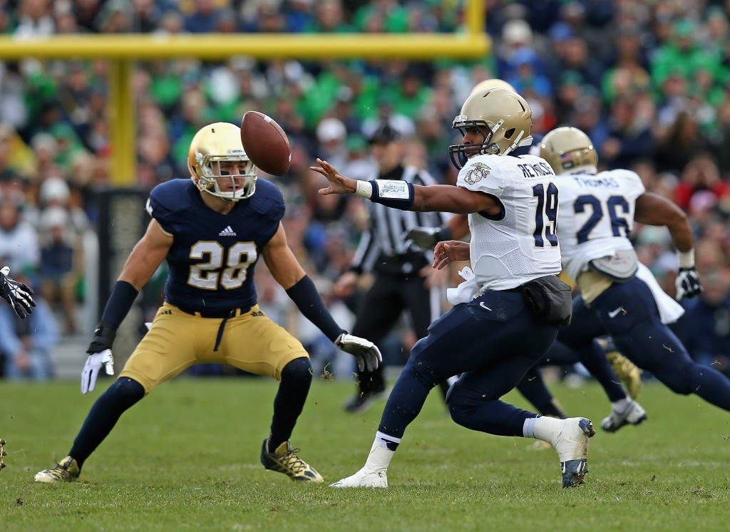 SOUTH BEND, IN - NOVEMBER 02: Keenan Reynolds #19 of the Navy Midshipmen pitches the ball in front of Austin Collinsworth #28 of the Notre Dame Fighting Irish at Notre Dame Stadium on November 2, 2013 in South Bend, Indiana. Notre Dame defeated Navy 38-34. (Photo by Jonathan Daniel/Getty Images)