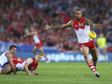 SYDNEY, AUSTRALIA - SEPTEMBER 19:  Lance Franklin of the Swans kicks during the 1st Preliminary Final AFL match between the Sydney Swans and the North Melbourne Kangaroos at ANZ Stadium on September 19, 2014 in Sydney, Australia.  (Photo by Ryan Pierse/Getty Images)