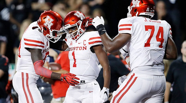 CINCINNATI, OH - SEPTEMBER 15: Greg Ward Jr. #1 of the Houston Cougars celebrates with teammates after rushing for a three-yard touchdown in the fourth quarter against the Cincinnati Bearcats at Nippert Stadium on September 15, 2016 in Cincinnati, Ohio. Houston defeated Cincinnati 40-16. (Photo by Joe Robbins/Getty Images)