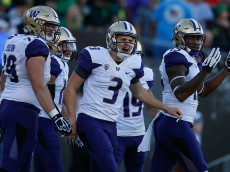 EUGENE, OR - OCTOBER 08:  Quarterback Jake Browning #3 of the Washington Huskies is congratulated by teammates after scoring a touchdown in the first quarter against the Oregon Ducks on October 8, 2016 at Autzen Stadium in Eugene, Oregon. The Huskies defeated the Ducks 70-21.  (Photo by Otto Greule Jr/Getty Images)