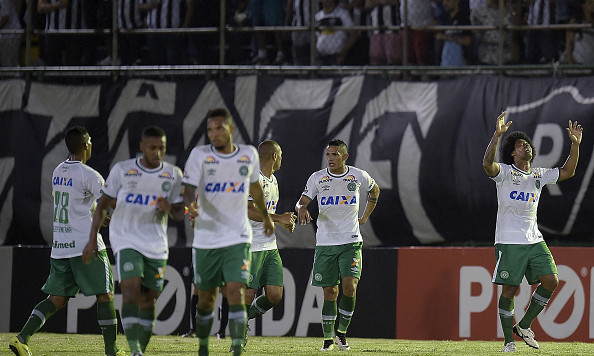 RIO DE JANEIRO, BRAZIL - NOVEMBER 16: Kempes (R) of Chapecoense celebrates a scored goal during the match between Botafogo and Chapecoense as part of Brasileirao Series A 2016 at Luso Brasileiro stadium on November 16, 2016 in Rio de Janeiro, Brazil. (Photo by Alexandre Loureiro/Getty Images) *** Local Caption *** Kempes