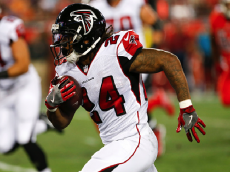 TAMPA, FL - NOVEMBER 03: Atlanta Falcons running back Devonta Freeman (24) in action during the NFL game between the Atlanta Falcons and Tampa Bay Buccaneers on November 03, 2016 at Raymond James Stadium in Tampa, FL. (Photo by Mark LoMoglio/Icon Sportswire via Getty Images)