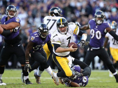 BALTIMORE, MD - NOVEMBER 6: Quarterback Ben Roethlisberger #7 of the Pittsburgh Steelers is sacked by cornerback Jerraud Powers in the fourth quarter at M&T Bank Stadium on November 6, 2016 in Baltimore, Maryland. (Photo by Rob Carr/Getty Images)