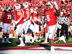 MADISON, WI - NOVEMBER 12: Corey Clement #6 of the Wisconsin Badgers reacts to a touchdown during the first half of a game against the Illinois Fighting Illini at Camp Randall Stadium on November 12, 2016 in Madison, Wisconsin. (Photo by Stacy Revere/Getty Images)