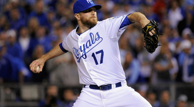 Cubs near trade to acquire closer Wade Davis from Royals