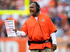 CLEVELAND, OH - SEPTEMBER 18: Head coach Hue Jackson of the Cleveland Browns yells to his players during the first quarter against the Baltimore Ravens at FirstEnergy Stadium on September 18, 2016 in Cleveland, Ohio. (Photo by Jason Miller/Getty Images)  *** Local Caption *** Hue Jackson