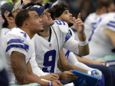 ARLINGTON, TX - NOVEMBER 20:   Tony Romo #9 talks with Dak Prescott #4 and Mark Sanchez #3 of the Dallas Cowboys on the bench during the first half of the game against the Baltimore Ravens at AT&T Stadium on November 20, 2016 in Arlington, Texas.  (Photo by Ronald Martinez/Getty Images)