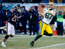 CHICAGO, IL - DECEMBER 18:   Jordy Nelson #87 of the Green Bay Packers completes the pass for 60 yds, ahead of  Cre'von LeBlanc #22 of the Chicago Bears, in the fourth quarter at Soldier Field on December 18, 2016 in Chicago, Illinois. The Green Bay Packers defeated the Chicago Bears 30-27.  (Photo by Joe Robbins/Getty Images)