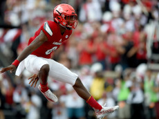 LOUISVILLE, KY - SEPTEMBER 17: Lamar Jackson #8 of the Louisville Cardinals celebrates after a Louisville touchdown during the game against the Florida State Seminoles at Papa John's Cardinal Stadium on September 17, 2016 in Louisville, Kentucky. (Photo by Bobby Ellis/Getty Images)