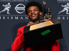 NEW YORK CITY, NY - DECEMBER 10:  2016 Heisman Trophy winner University of Louisville quarterback Lamar Jackson (4) holds the Heisman Trophy after winning the 81st Annual Heisman Trophy press conference on December 10, 2016, at the Marriott Marquis in New York City.   (Photo by Rich Graessle/Icon Sportswire via Getty Images)