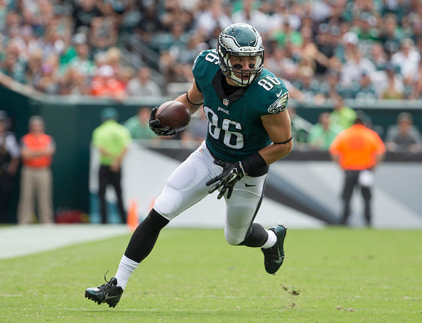 PHILADELPHIA, PA - SEPTEMBER 11: Zach Ertz #86 of the Philadelphia Eagles plays against the Cleveland Browns at Lincoln Financial Field on September 11, 2016 in Philadelphia, Pennsylvania. The Eagles defeated the Browns 29-10. (Photo by Mitchell Leff/Getty Images)
