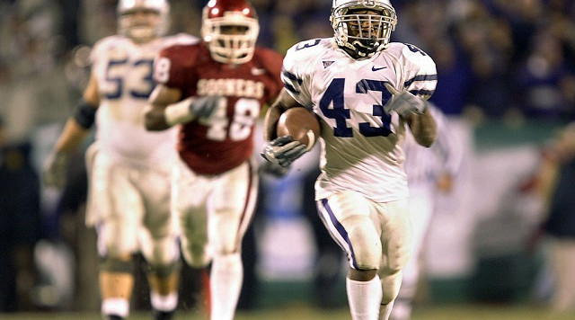 KANSAS CITY, MO - DECEMBER 6:  Running back Darren Sproles #43 of the Kansas State Wildcats breaks free for a long gain against the Oklahoma Sooners in the fourth quarter during the Dr. Pepper Big 12 Championship December 6, 2003 at Arrowhead Stadium in Kansas City, Missouri.  Kansas State upset Oklahoma 35-7.  (Photo by Brian Bahr/Getty Images)