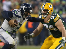GREEN BAY, WI - DECEMBER 11: Russell Wilson #3 of the Seattle Seahawks is pursued by Dean Lowry #94 of the Green Bay Packers during the first half of a game at Lambeau Field on December 11, 2016 in Green Bay, Wisconsin. (Photo by Dylan Buell/Getty Images)