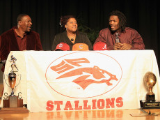 ROCK HILL, SC - FEBRUARY 14:  Jadeveon Clowney announces his college football commitment to the University of South Carolina Gamecocks along side his mother Josenna Clowney and father David Clowney during a press conference at South Pointe High School on February 14, 2011 in Rock Hill, South Carolina.  (Photo by Streeter Lecka/Getty Images)