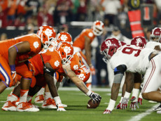 GLENDALE, AZ - JANUARY 11:  The Clemson Tigers with the ball against the Alabama Crimson Tide in the first half during the 2016 College Football Playoff National Championship Game at University of Phoenix Stadium on January 11, 2016 in Glendale, Arizona.  (Photo by Christian Petersen/Getty Images)