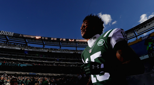 EAST RUTHERFORD, NJ - OCTOBER 23:  Brandon Marshall #15 of the New York Jets runs onto the field before playing against the Baltimore Ravens at MetLife Stadium on October 23, 2016 in East Rutherford, New Jersey.  (Photo by Al Bello/Getty Images)
