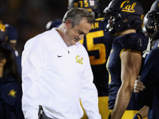 BERKELEY, CA - NOVEMBER 05:  Head coach Sonny Dykes of the California Golden Bears reacts during their game against the Washington Huskies at California Memorial Stadium on November 5, 2016 in Berkeley, California.  (Photo by Ezra Shaw/Getty Images)