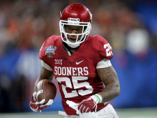 NEW ORLEANS, LA - JANUARY 02:  Joe Mixon #25 of the Oklahoma Sooners runs with the ball against the Auburn Tigers during the Allstate Sugar Bowl at the Mercedes-Benz Superdome on January 2, 2017 in New Orleans, Louisiana.  (Photo by Matthew Stockman/Getty Images)