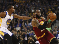 OAKLAND, CA - JANUARY 16:  LeBron James #23 of the Cleveland Cavaliers is guarded by Kevin Durant #35 of the Golden State Warriors at ORACLE Arena on January 16, 2017 in Oakland, California. NOTE TO USER: User expressly acknowledges and agrees that, by downloading and or using this photograph, User is consenting to the terms and conditions of the Getty Images License Agreement.  (Photo by Ezra Shaw/Getty Images)