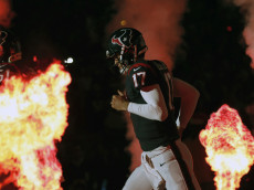 HOUSTON, TX - DECEMBER 24: Brock Osweiler #17 of the Houston Texans runs onto the field before the game against the Cincinnati Bengals at NRG Stadium on December 24, 2016 in Houston, Texas. (Photo by Tim Warner/Getty Images)