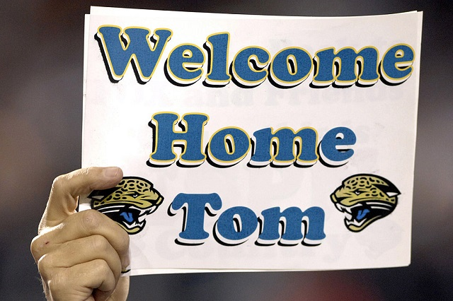 A fan welcomes New York Giants coach Tom Coughlin, who once coached the Jacksonville Jaguars, to ESPN Monday Night Football Nov. 20, 2006 in Jacksonville.  The Jaguars won 26 - 10.  (Photo by Al Messerschmidt/Getty Images)