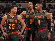 INDIANAPOLIS, IN - NOVEMBER 23:  Thabo Sefolosha #25, Paul Millsap #4 and Dwight Howard #8 of the Atlanta Hawks celebrates a win against the Indiana Pacers on November 23, 2016 at Bankers Life Fieldhouse in Indianapolis, Indiana. (Photo by Ron Hoskins/NBAE via Getty Images)
