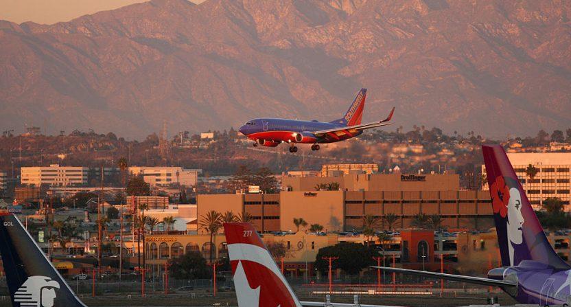 United, passenger dragged from plane reach settlement